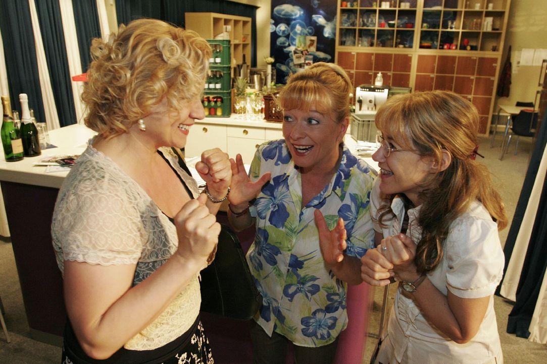 Bei den Vorbereitungen erhalten Helga (Ulrike Mai, M.) und Lisa (Alexandra Neldel, r.) überraschend Hilfe von Agnes (Susanne Szell, l.). (Dieses Fo... - Bildquelle: Noreen Flynn Sat.1