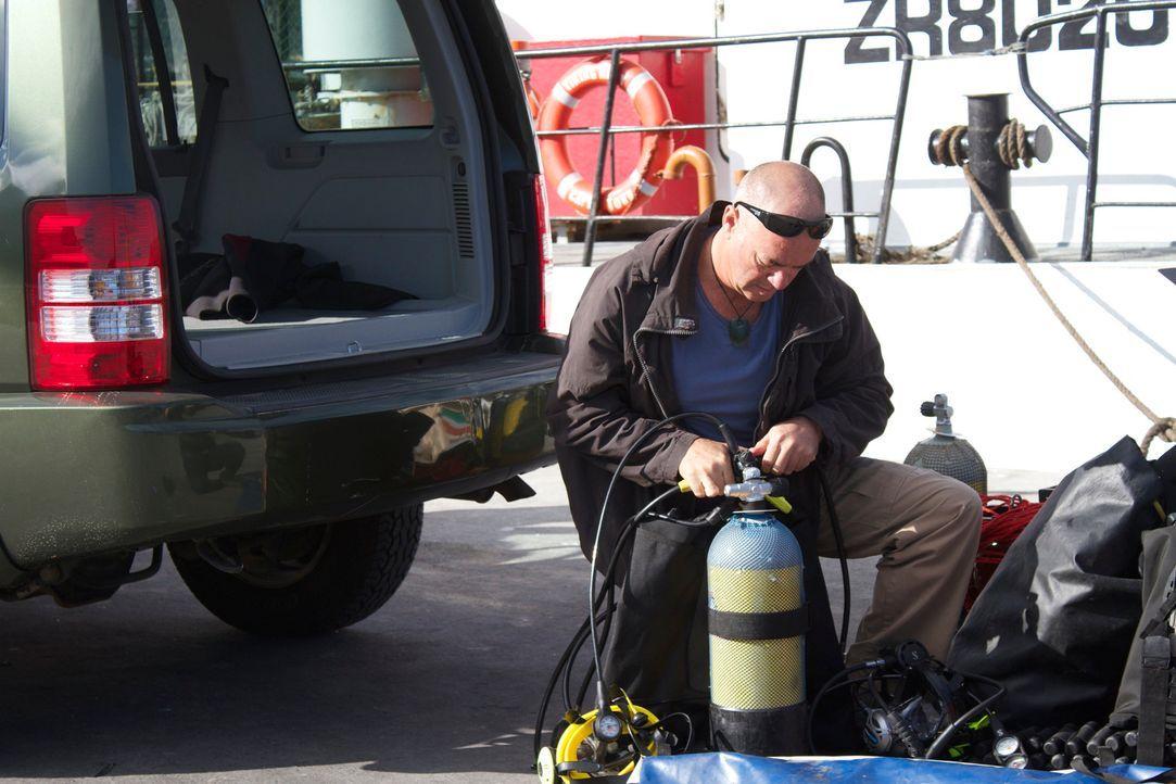 Im April 2013 wurde ein gechartertes Fischerboot mit vier Passagieren vor der südafrikanischen Küste angegriffen und sank. Die Leichen der Passagier... - Bildquelle: Brian Girard / Kris Olson Discovery Channel