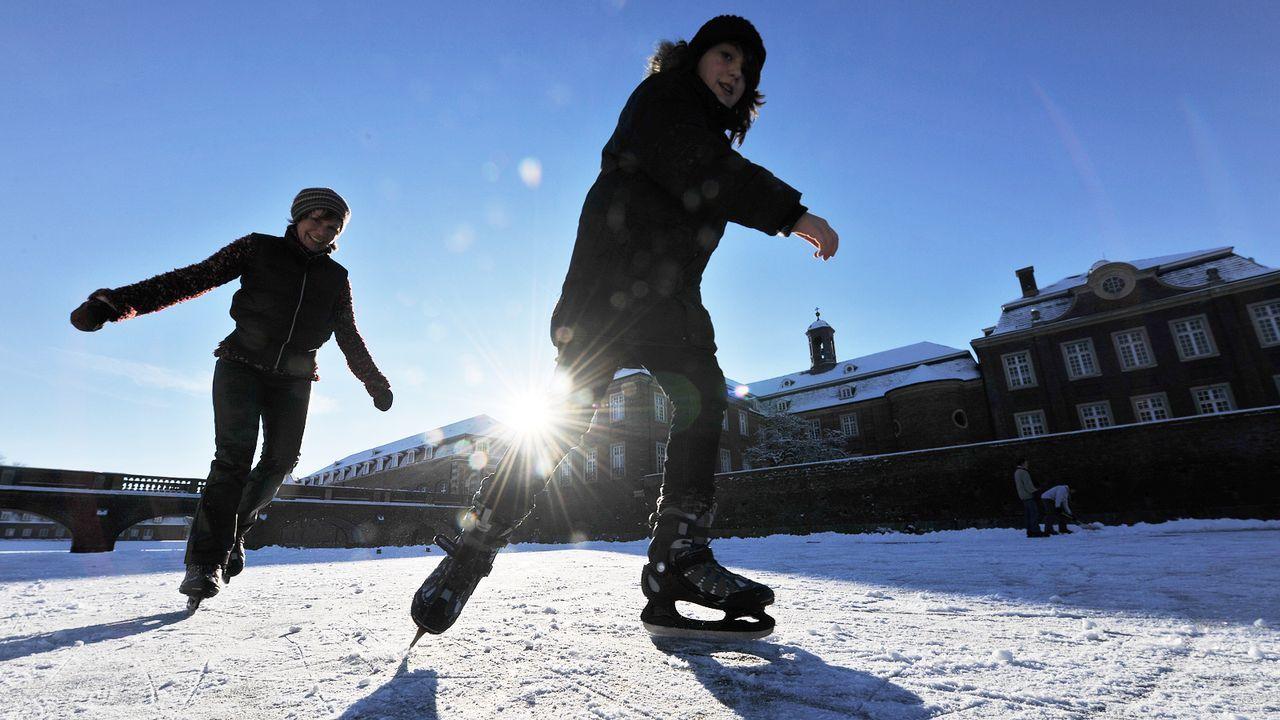 outdoor-winter-schlittschuh-fahren-09-01-06-dpa - Bildquelle: dpa