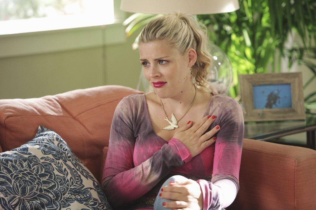 Laurie (Busy Philipps) möchte mal wieder ein Wochenende mit Jules verbringen, stellt sich dabei jedoch sehr ungeschickt an. Deshalb behauptet sie,... - Bildquelle: 2010 ABC INC.