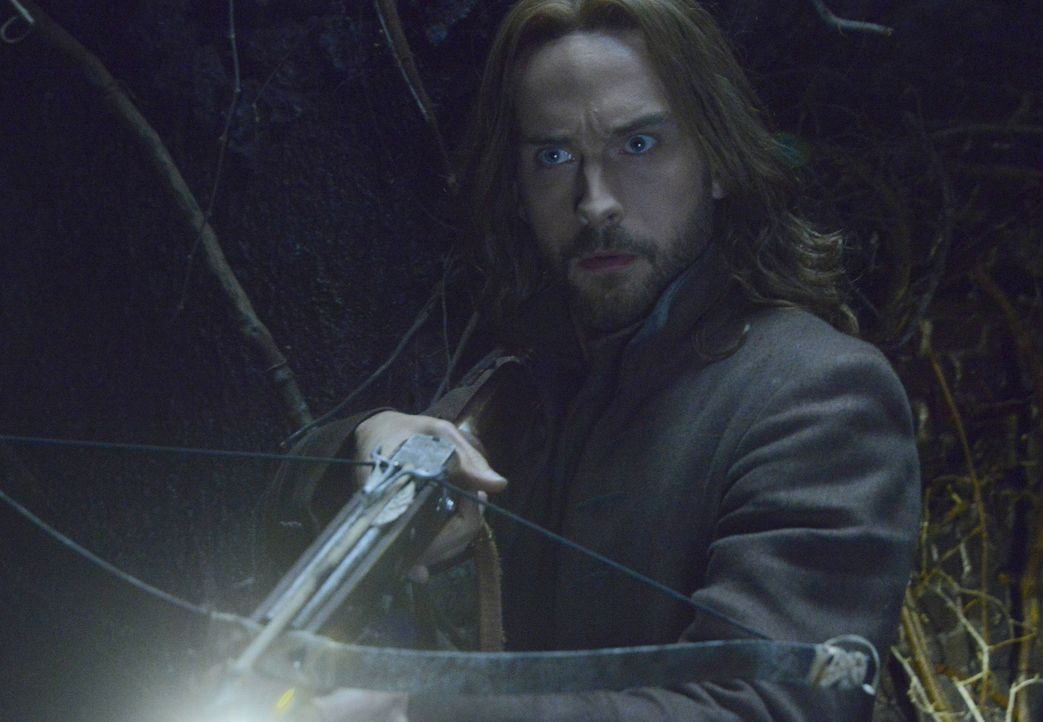 Nachdem drei Männer in den Tunnels unter Sleepy Hollow verschwunden sind, begibt sich auch Ichabod (Tom Mison) in jeden kleinsten Winkel des Systems... - Bildquelle: 2014 Fox and its related entities. All rights reserved