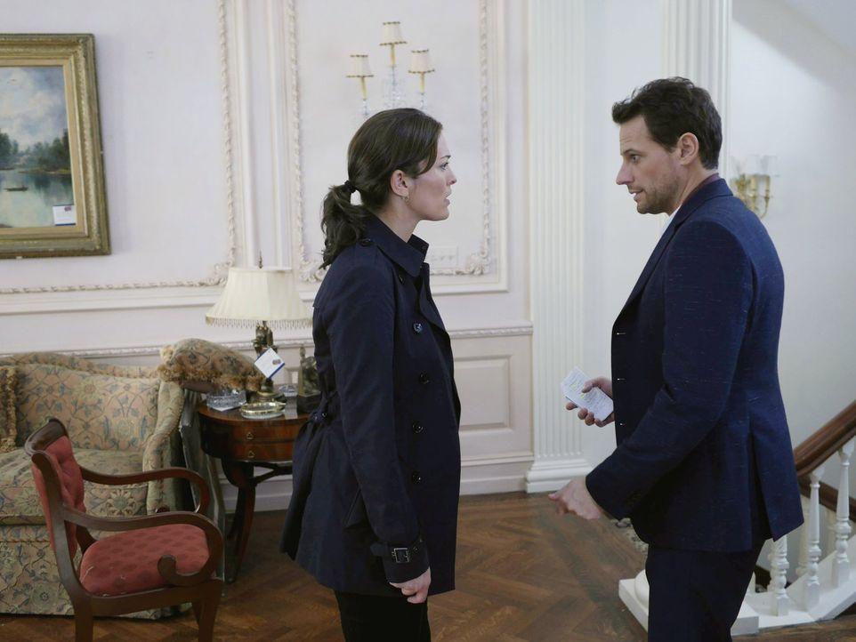 Dr. Henry Morgan (Ioan Gruffudd, r.) und Detective Jo Martinez (Alana de la Garza, l.) haben es mit einem seltsamen Mord zu tun ... - Bildquelle: Warner Brothers