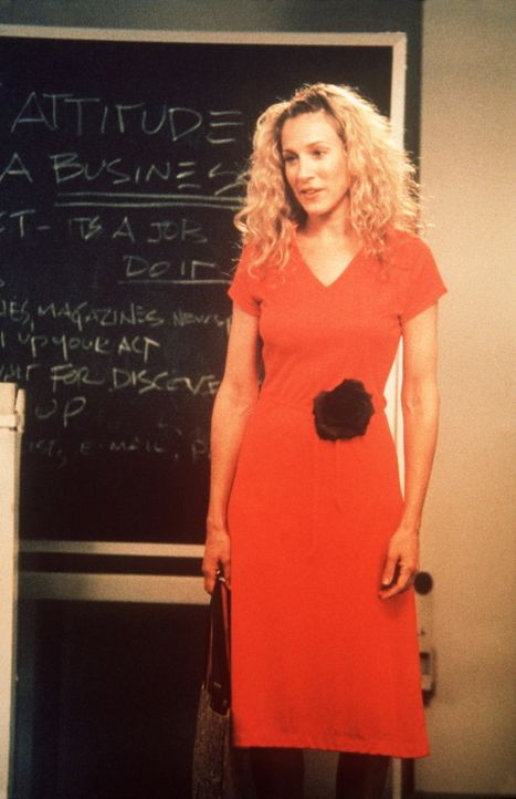 Carrie (Sarah Jessica Parker) freut sich über eine neue Aufgabe: Sie soll in der Volkshochschule einen Kurs über das Kennenlernen von Männern abh... - Bildquelle: Paramount Pictures