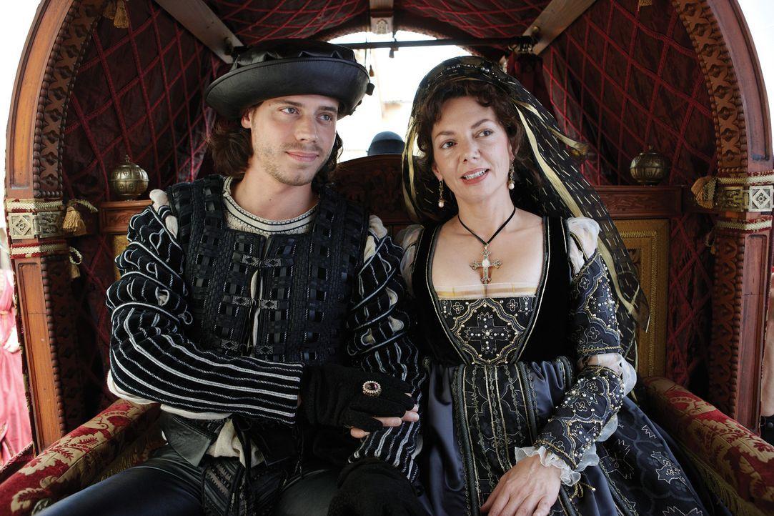 Cesare und Mutter Vanozza - Bildquelle: LB Television Productions Limited/Borgias Productions Inc./Borg Films kft