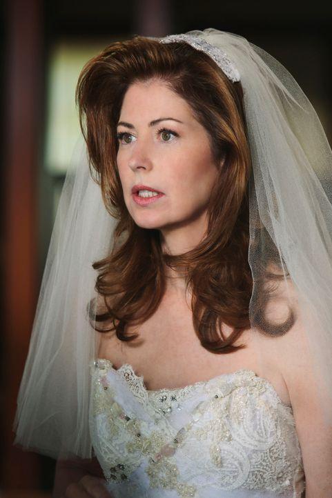 Rückblick: Da Susan nicht daheim war, als ihr Brautkleid geliefert wurde, wird es bei Katherine (Dana Delany) abgegeben, die es promt zur Küchenarbe... - Bildquelle: ABC Studios