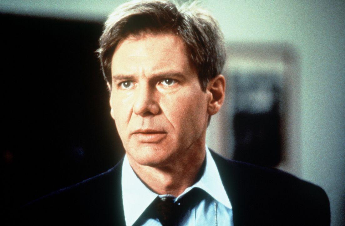 Unwissentlich in eine Intrige verwickelt, gerät der stellvertretende CIA-Direktor Jack Ryan (Harrison Ford) in eine Falle: In gutem Glauben gibt di... - Bildquelle: Paramount Pictures