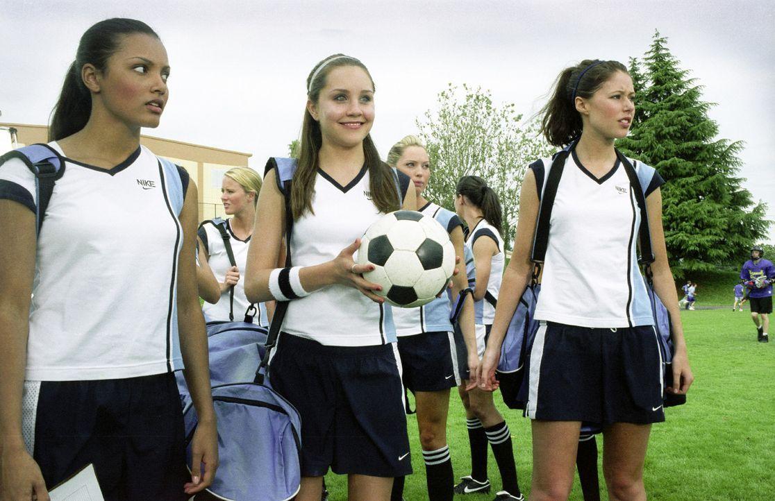 Können nicht glauben, dass ihr Fußballteam wirklich aufgelöst wurde: Yvonne (Jessica Lucas, l.), Viola (Amanda Bynes, M.) und Kia (Amanda Crew, r.) - Bildquelle: Kinowelt Home Entertainment