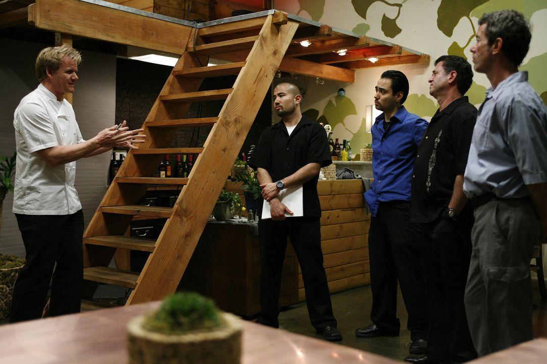 Die Tische eines vermeintlichen Bio-Restaurants in L.A. bleiben leer. Gordon (l.) nimmt sich der Sache an und verändert in dem vermeintlichen Bio-Re... - Bildquelle: Fox Broadcasting. All rights reserved.