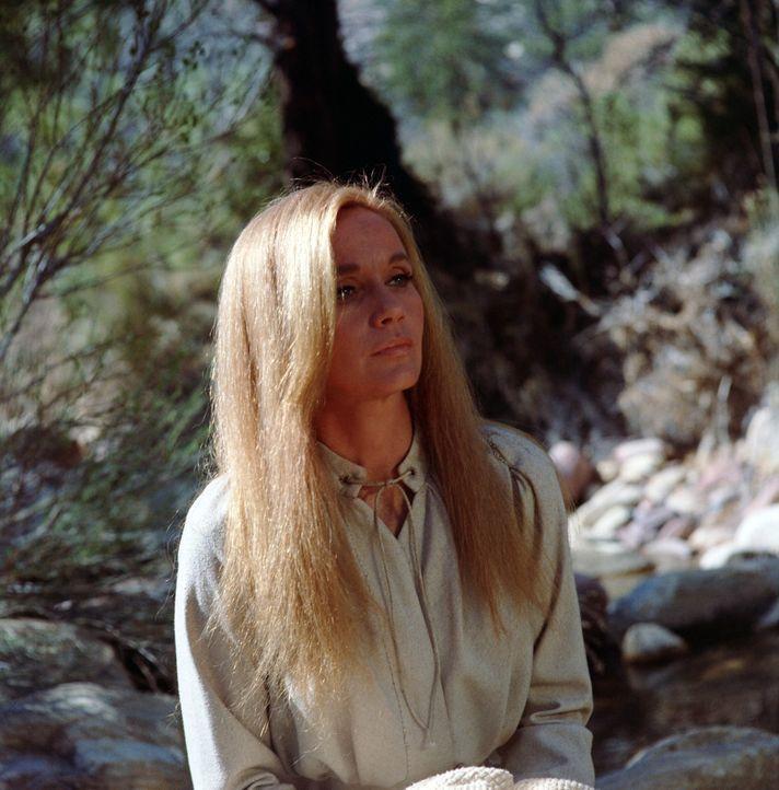 Die jungen Sarah (Eva Marie Saint) flüchtet vor dem rachelüsternen Apachen Salvaje, dem Vater ihres Sohnes.