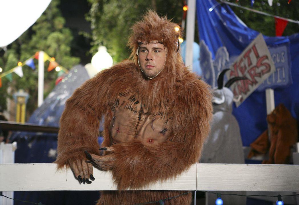 Hat eine tolle Aufgabe: the Beaver (Aaron Hill) ... - Bildquelle: ABC Family