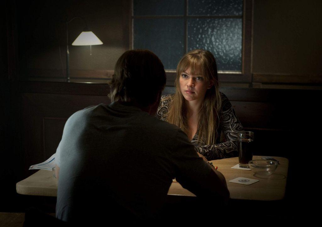 Gibt Isabelle (Luise Risch, r.), wie Meisner, Mick (Henning Baum, l.) die Schuld daran, dass die Hochzeit gescheitert ist? - Bildquelle: Martin Rottenkolber SAT.1