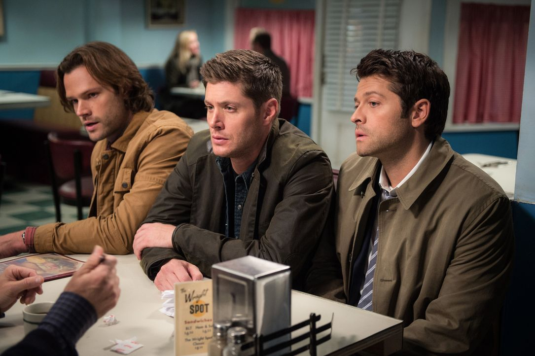 (v.l.n.r.) Sam (Jared Padalecki); Dean (Jensen Ackles); Castiel (Misha Collins) - Bildquelle: Diyah Pera 2016 The CW Network, LLC. All Rights Reserved/Diyah Pera