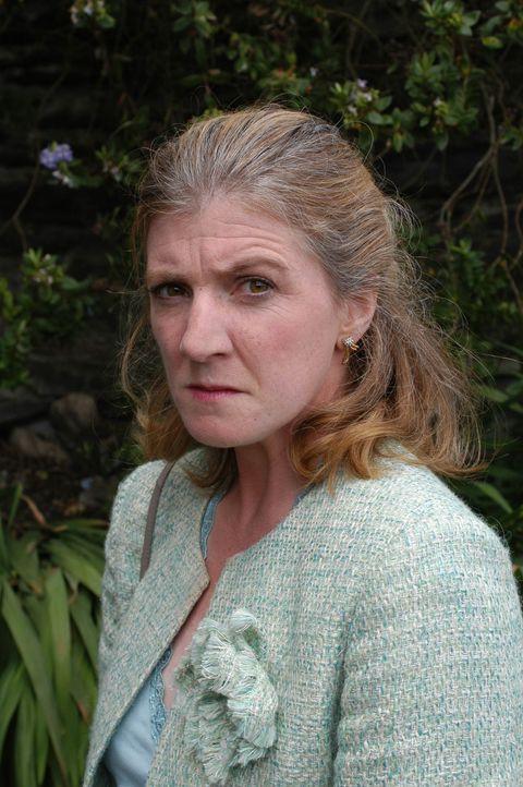 Doc Martin bestellt Radiosprecherin Caroline Bosman (Felicity Montagu) in die Praxis, um herauszufinden, ob sie ein Alkoholproblem hat. Aber diese r... - Bildquelle: BUFFALO PICTURES/ITV