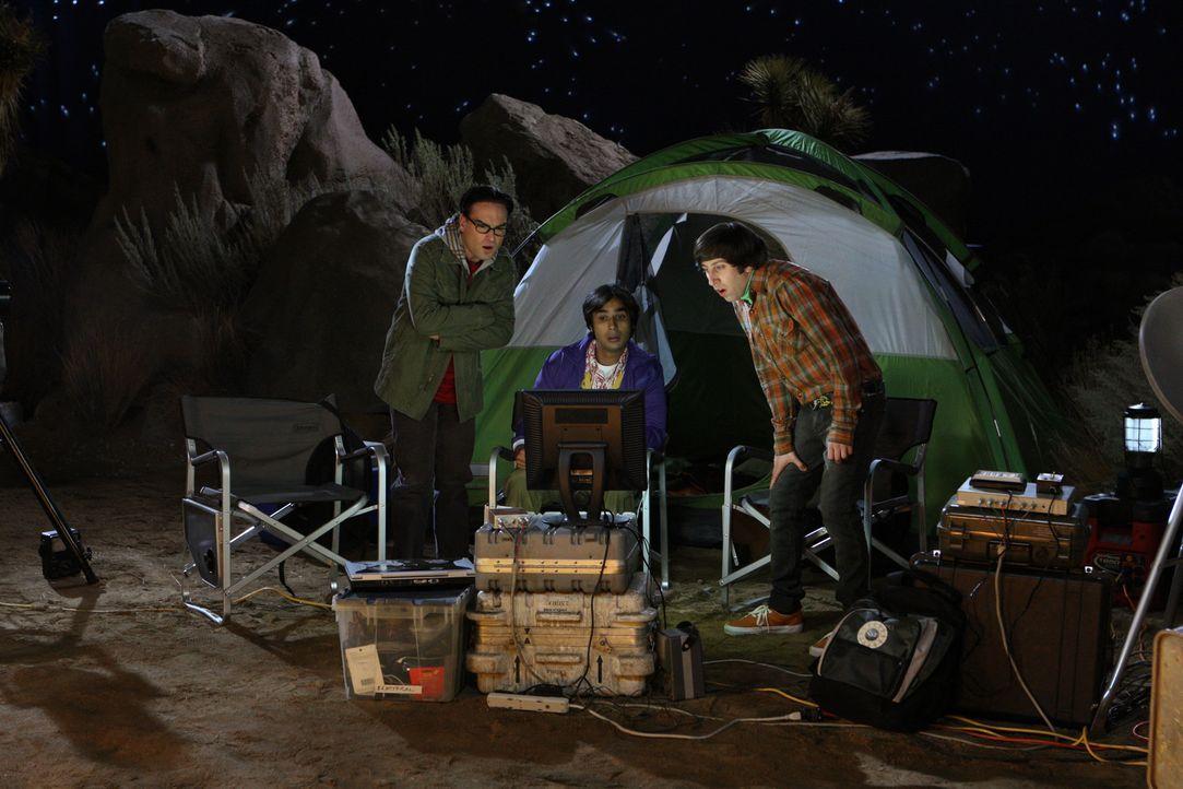 Haben ein ganz besonderes Erlebnis: Howard (Simon Helberg, r.), Raj (Kunal Nayyar, M.) und Leonard (Johnny Galecki, l.) ... - Bildquelle: Warner Bros. Television