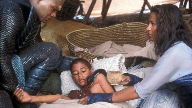 Teal'c (Christopher Judge, l.) hat auf seinem Heimatplaneten Chulak eine Fami...