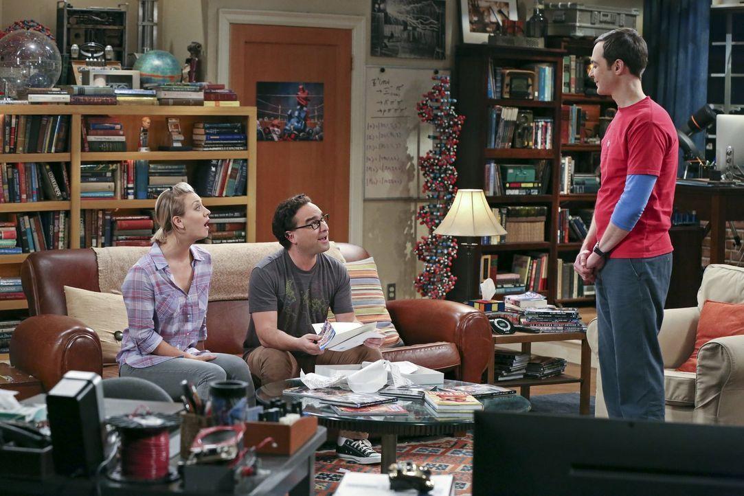 Eigentlich wollen Penny (Kaley Cuoco, l.) und Leonard (Johnny Galecki, M.) ein Gespräch über ihre Beziehung führen, aber dann funkt Sheldon (Jim Par... - Bildquelle: 2015 Warner Brothers