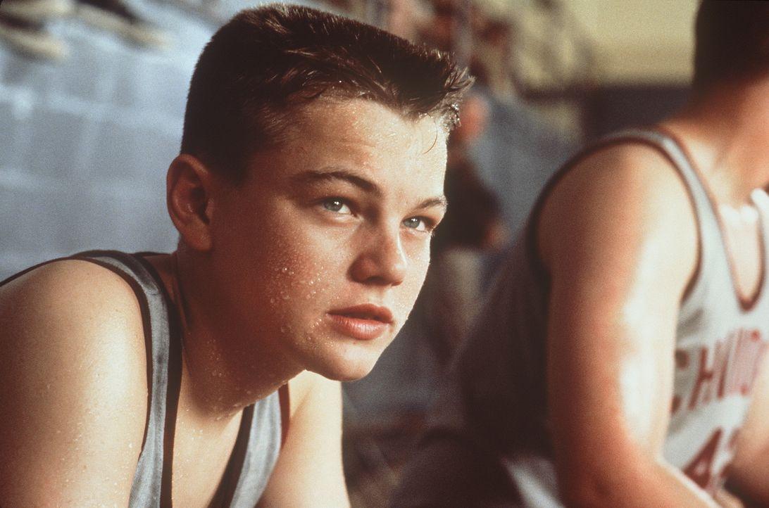 Je brutaler die Erziehungsmaßnahmen seines Stiefvaters werden, umso widerspenstiger wird Toby (Leonardo DiCaprio, l.) ... - Bildquelle: Warner Bros.