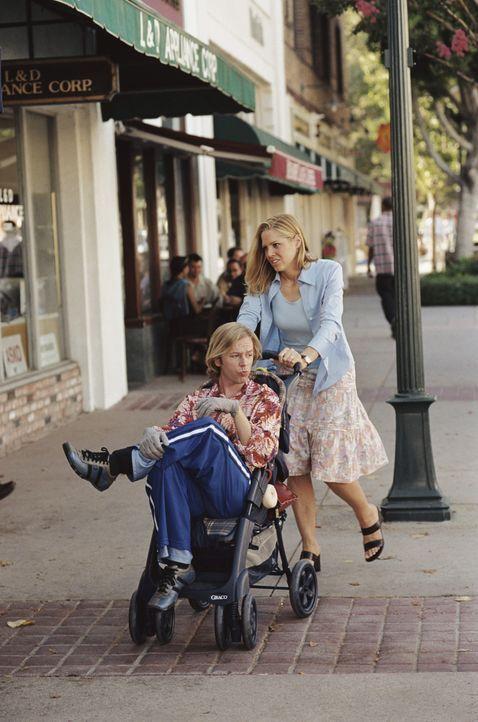 Erstmals in seinem Leben lebt Dickie (David Spade, l.) wie ein normales Kind, wenn auch erst mit 35. Er lässt sich sogar von Grace (Mary McCormack,... - Bildquelle: Mark Fellman Paramount Pictures