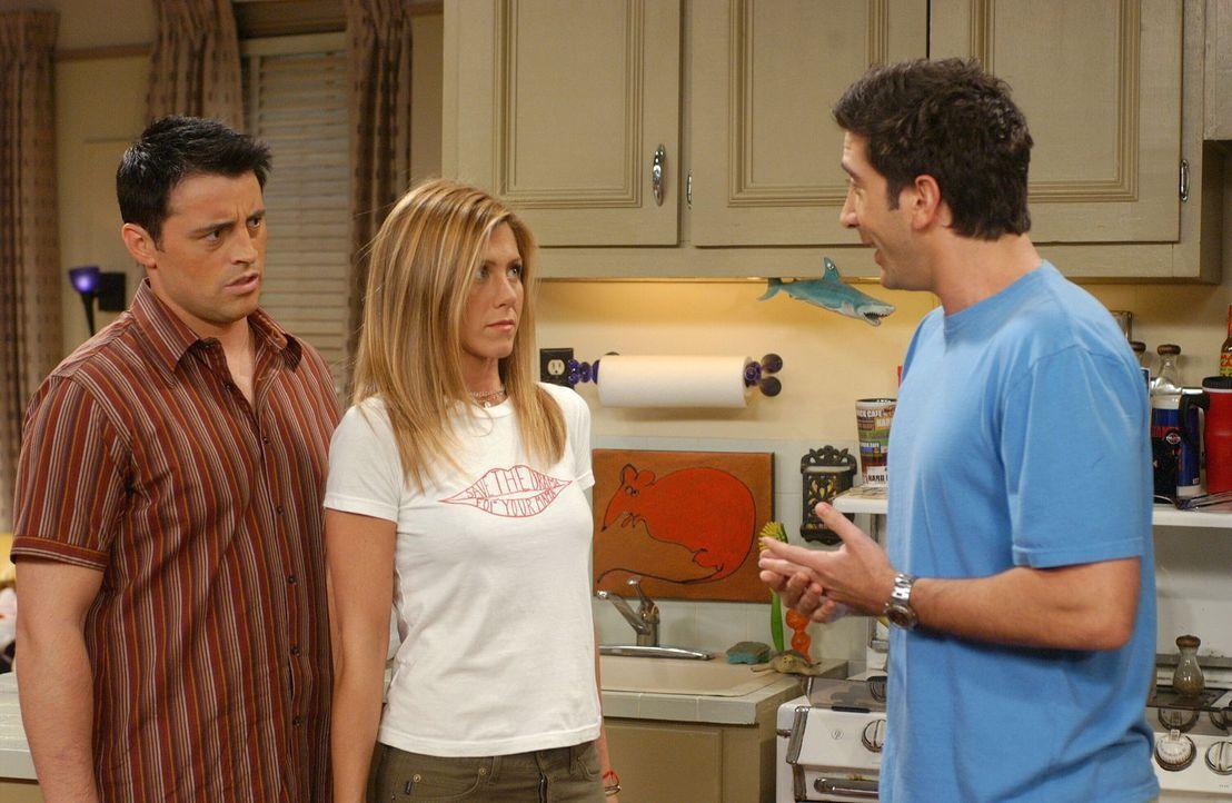Für Joey (Matt LeBlanc, l.) und Rachel (Jennifer Aniston, M.) ist es ein Problem, ihre Liebe auszuleben. Denn schließlich gibt es auch noch Ross (Da... - Bildquelle: 2003 Warner Brothers International Television