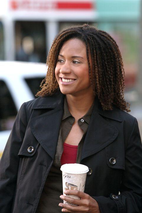 Kat (Tracie Thoms) gönnt sich eine kleine Verschnaufpause ... - Bildquelle: Warner Bros. Television
