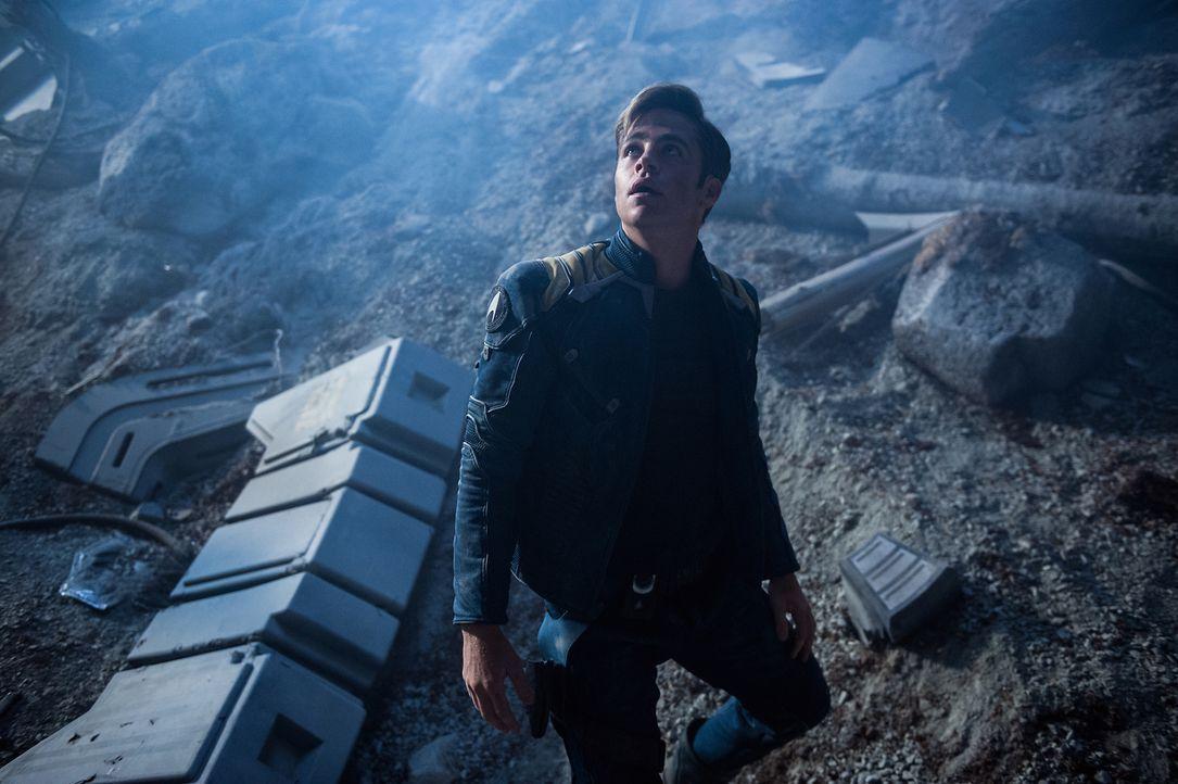Captain Kirk (Chris Pine) ist für das Wohl seiner gesamten Crew verantwortlich, doch auf seiner neuesten Mission drohen die unendlichen Weiten des W... - Bildquelle: Kimberley French 2016 Paramount Pictures. STAR TREK and related marks and logos are trademarks of CBS Studios Inc.