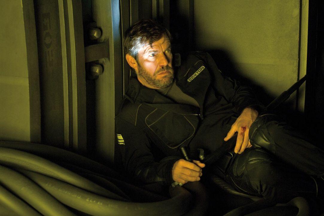 Wie viel Zeit ist vergangen, wie weit ist das Raumschiff gereist, wo sind die anderen Crewmitglieder? Die beiden Astronauten Payton (Dennis Quaid) u... - Bildquelle: 2009 Constantin Film Verleih GmbH