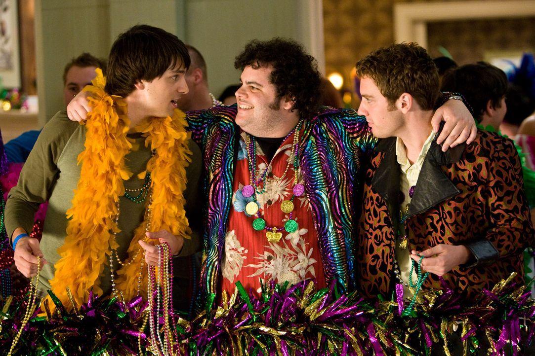 Scottie (Nicholas D'Agosto, l.), Bump (Josh Gad, M.) und Mike (Bret Harrison, r.) wollen sich beim Mardi Gras in New Orleans die Hörner abstoßen ... - Bildquelle: 2011 Destination Films Distribution Company, Inc. All Rights Reserved.
