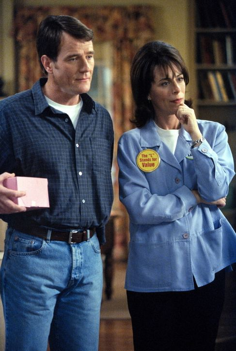 Hal (Bryan Cranston, l.) und Lois (Jane Kaczmarek, r.) können es nicht fassen: Ihr Sohn ist ein Meisterkoch. - Bildquelle: TM +   2000 Twentieth Century Fox Film Corporation. All Rights Reserved.
