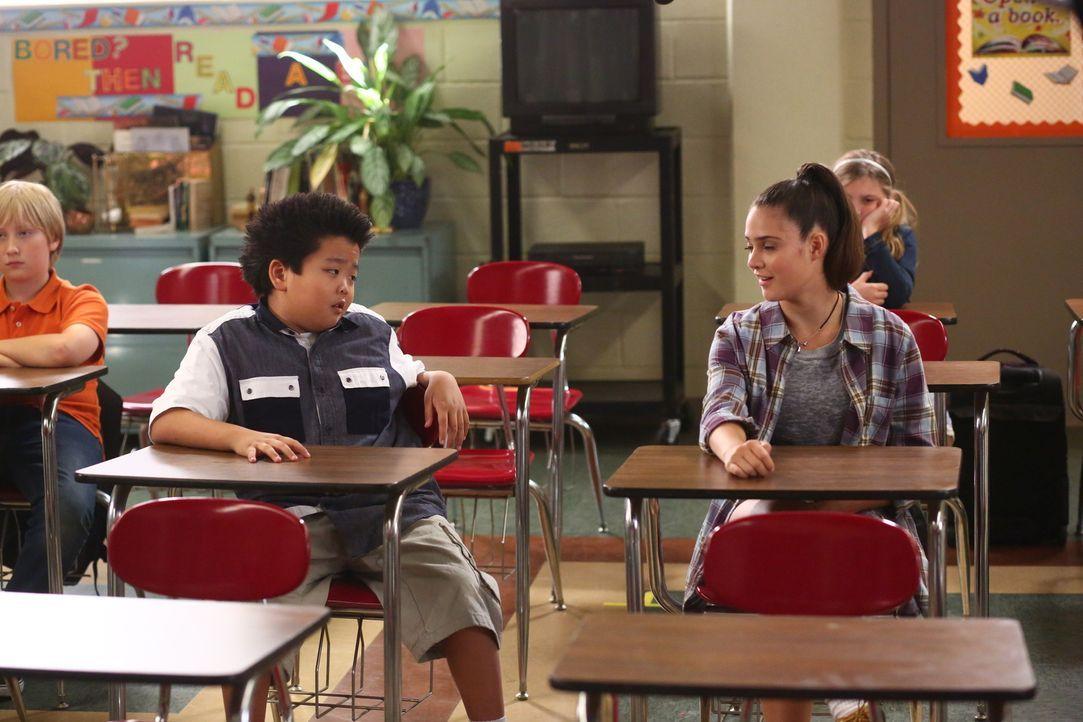 Eddie (Hudson Yang, l.) versucht weiter, Nicole (Luna Blaise, r.) zu beeindrucken. Doch wird ihm dies wirklich gelingen? - Bildquelle: 2015 American Broadcasting Companies. All rights reserved.