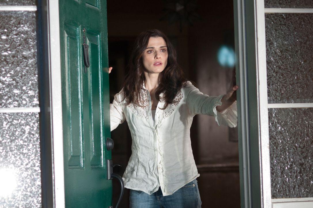 Das Leben in ein neues Haus auf dem Lande hat sich Libby (Rachel Weisz) ganz anders vorgestellt. Ruhig und friedvoll sollte es sein, doch nun gesche... - Bildquelle: 2011 Universal Studios