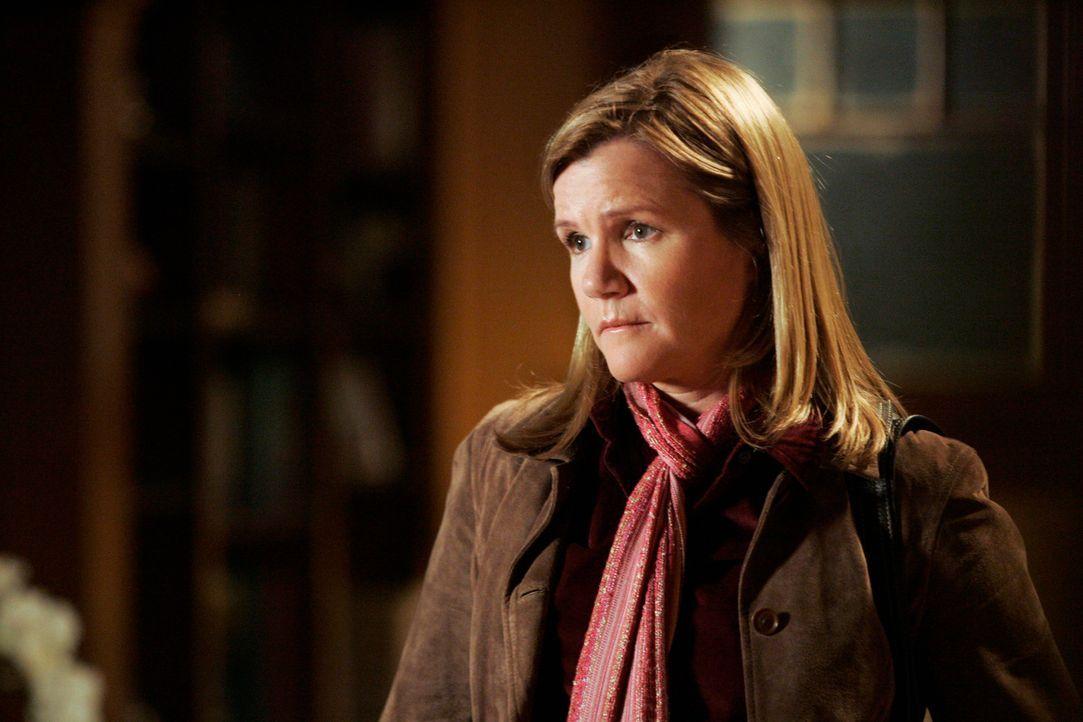 Susan (Mare Winningham) hat für Meredith und ihre WG eingekauft, doch Derek warnt sie, dass Meredith mit zu viel Nähe nicht umgehen kann ... - Bildquelle: Touchstone Television