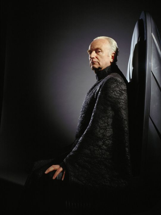 Kanzler Palpatine (Ian McDiarmid) schürt bei jeder Gelegenheit das Misstrauen Anakins gegenüber den Jedi-Rittern ... - Bildquelle: Lucasfilm Ltd. & TM. All Rights Reserved.Photo by Keith Hamshere.