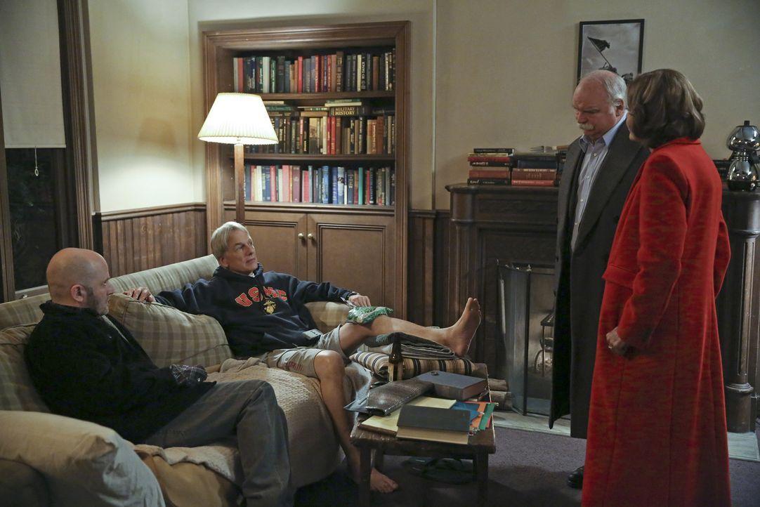 Bei den Ermittlungen in einem neuen Fall, bekommen Gibbs (Mark Harmon, 2.v.l.) und sein Team ganz besondere Hilfe: Judith McKnight (Jessica Walter,... - Bildquelle: Cliff Lipson CBS Television