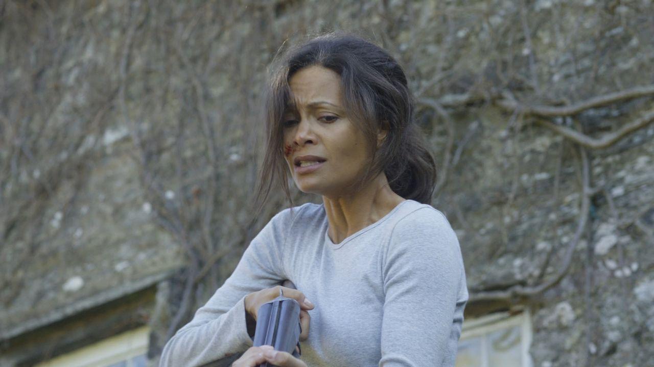 Als ihr Mann zu husten und Blut zu spucken beginnt, steht Kate (Thandie Newton) vor der schwierigsten Entscheidung ihres Lebens ... - Bildquelle: 2011 Sony Pictures Television Inc. All Rights Reserved.