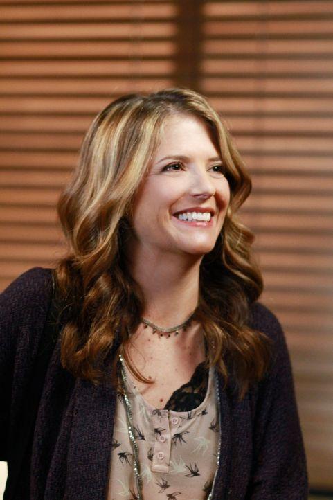 Kommt mit einer ganz besonderen Überraschung zu Cooper: Erica Warner (A.J. Langer) ... - Bildquelle: ABC Studios