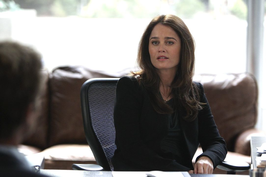 Als man ihr völlig überraschend eine großartige Stellung in Washington anbietet, ist Lisbon (Robin Tunney) überglücklich. Doch wird sie es wirklich... - Bildquelle: Warner Bros. Television