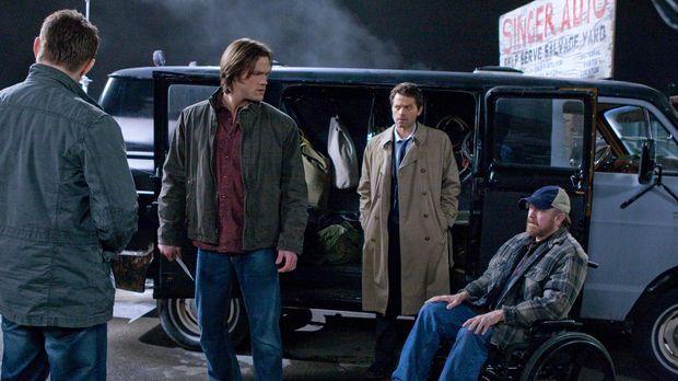 Im Kampf gegen das Böse: Dean (Jensen Ackles, l.), Sam (Jared Padalecki, 2.v....