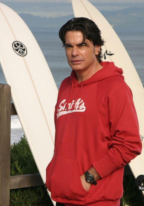 Sandy (Peter Gallagher) will an seiner Freundschaft mit Carter festhalten, aber Kirsten versteht nicht, warum ... - Bildquelle: Warner Bros. Television
