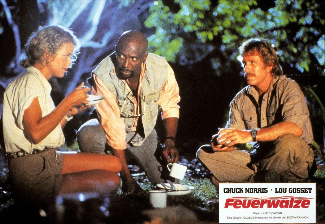 Eines Tages heuert Patricia (Melody Anderson, l.) die beiden Haudegen Max (Chuck Norris, r.) und Leo (Louis Gossett Jr., M.) an, ihr bei der Suche n... - Bildquelle: Cannon Films