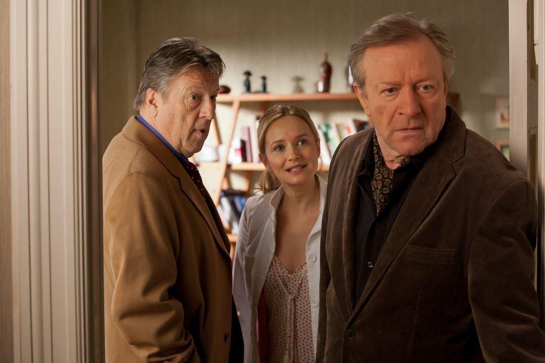 Hinter dem Rücken ihres Onkels beschafft sich Nina (Stefanie Stappenbeck, M.) seine Krankenakten und konfrontiert ihn in Gegenwart seines verhasste... - Bildquelle: Conny Klein SAT.1