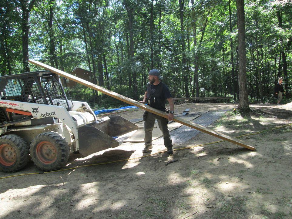 Nicht nur B'fer legt sich für das Projekt in seiner Heimat Michigan voll ins Zeug, auch Ka-V gibt alles beim Bau des Baumhauses für kranke Kinder ..... - Bildquelle: 2016,DIY Network/Scripps Networks, LLC. All Rights Reserved