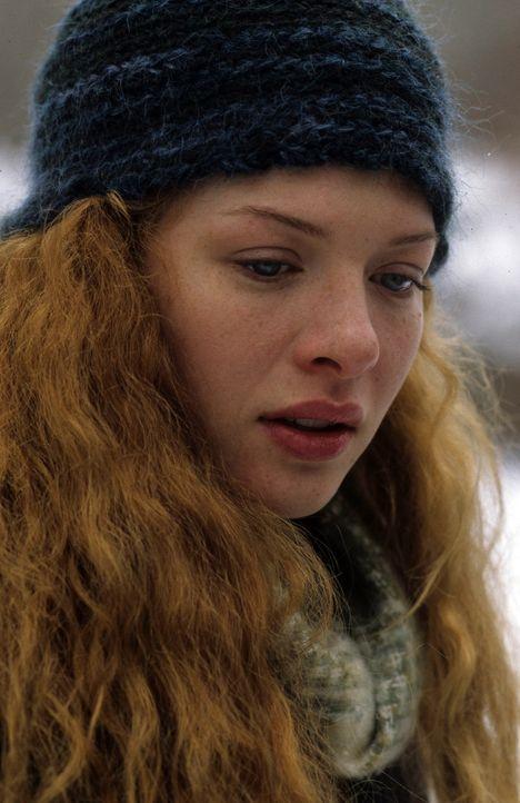 Mitschülerin Carlin (Rachelle Lefevre)glaubt nicht an die Selbstmordtheorie ... - Bildquelle: Myriad Pictures Inc.