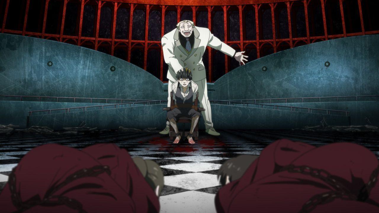 Als wäre die Entführung noch nicht schlimm genug, foltert Jason (hinten) Ken (vorne), um Informationen aus ihm zu bekommen ... - Bildquelle: Sui Ishida/Shueisha,Tokyo Ghoul Production Committee