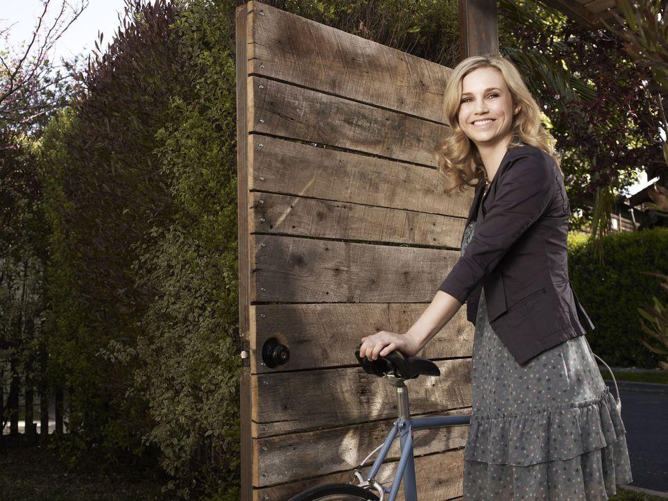 (1. Staffel) - Ryan verliebt sich in seine hübsche Nachbarin Jenna (Fiona Gubelmann) - doch die hat leider einen festen Freund ... - Bildquelle: 2011 FX Networks, LLC. All rights reserved.
