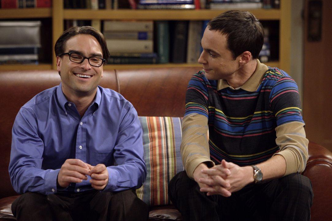 Als Sheldon (Jim Parsons, r.), wegen seiner Erzfeindin Leslie Winkle auch noch die gemeinsame Wohnung verlassen muss, damit Leonard (Johnny Galecki,... - Bildquelle: Warner Bros. Television