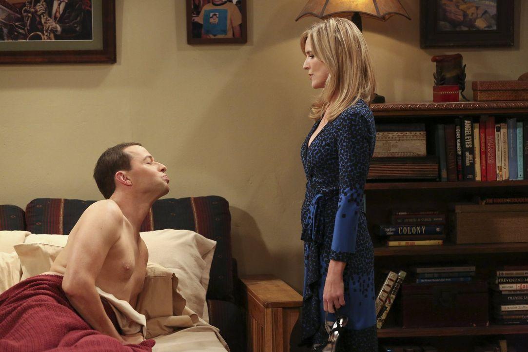 Während Jenny zu Evelyn zieht, lernt Alan (Jon Cryer, l.) Lyndsey (Courtney Thorne-Smith, r.) von einer anderen Seite kennen ... - Bildquelle: Warner Brothers