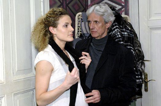 Anna und die Liebe - Robert (Mathieu Carrière, r.) ist irritiert, als sich Ma...