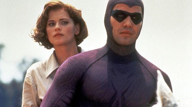 Das Phantom (Billy Zane, r.) und Diana (Kristy Swanson, l.) sind auf der Fluc...