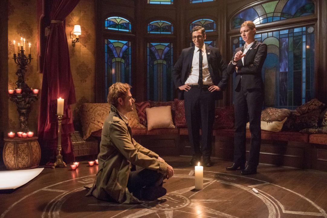 (v.l.n.r.) John Constantine (Matt Ryan); Gary (Adam Tsekhman); Ava (Jes Macallan) - Bildquelle: 2017 Warner Bros.