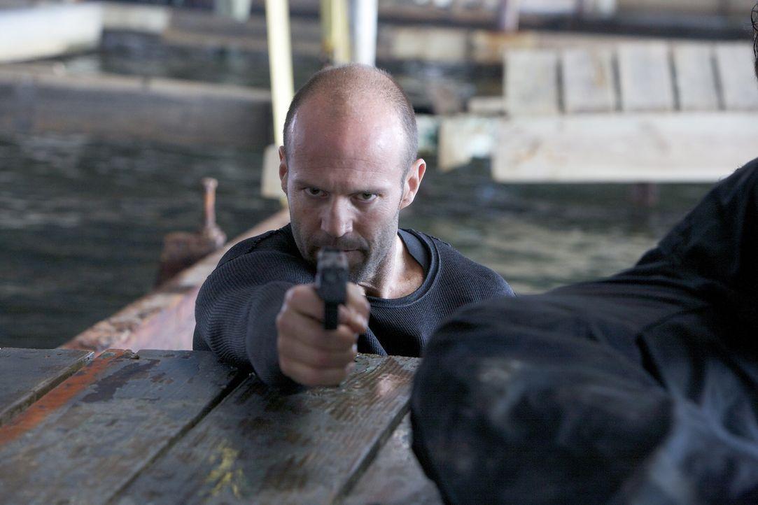 Gerät ins blutige Visier seiner Auftraggeber: Auftragskiller Arthur Bishop (Jason Statham) ... - Bildquelle: 2010 SCARED PRODUCTIONS, INC.
